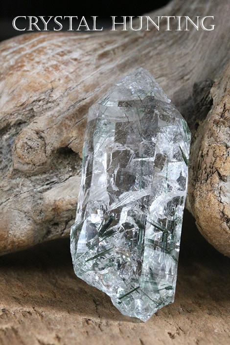 【イタリア産】モンブラン水晶・ポイント原石(アクチノライト・レインボー入り)